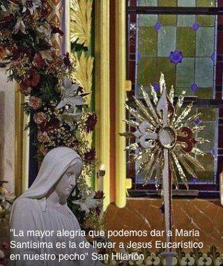 A Jesús por la manos de María!
