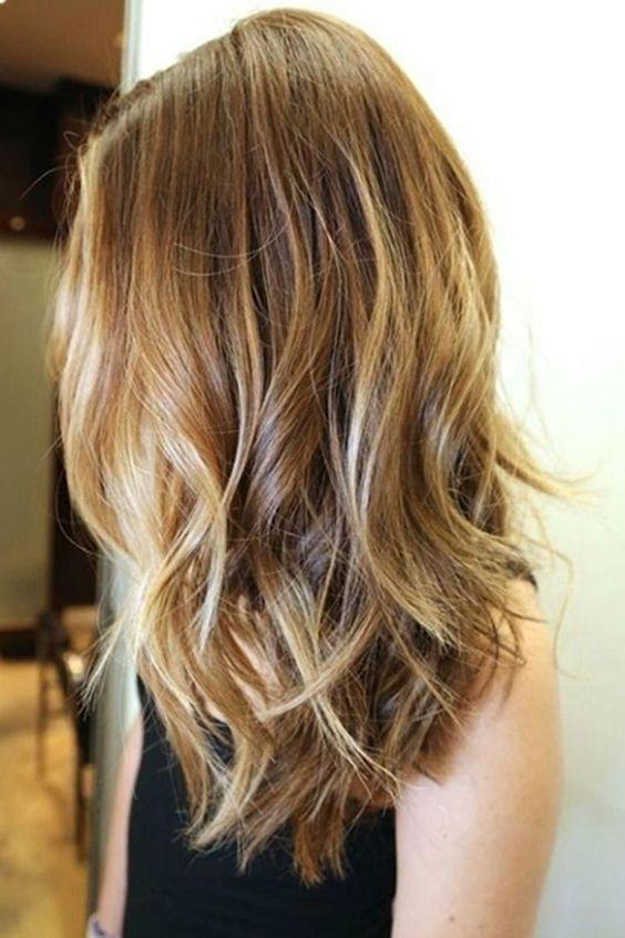 28. Sutiles capas en cabellos de largo medio añaden cuerpo y ondas a las puntas