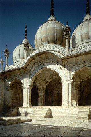 Moti-Masjid or the pearl mosque, a three dome mosque in white marble.  Built by the Shahjahan family members.  Agra,  INDIA