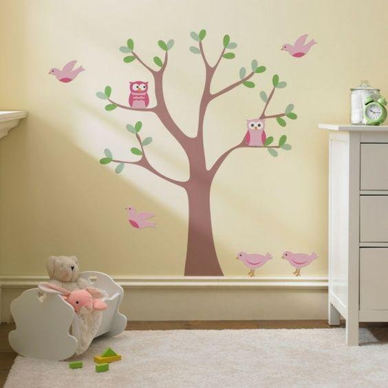 Babyzimmer in Grau, Weiß und Rosa einrichten und dekorieren