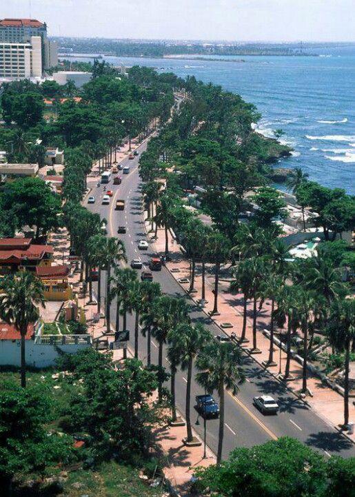 El establecimiento más viejo en el Hemisferio Occidental es la capital de Santo Domingo, fundada en 1496. Hermano de Christopher Columbus, Bartholomew Columbus estableció la ciudad de Santo Domingo. La República Dominicana tiene su propio dinero llamado el peso dominicano. -Brian Cade, SNH 1050