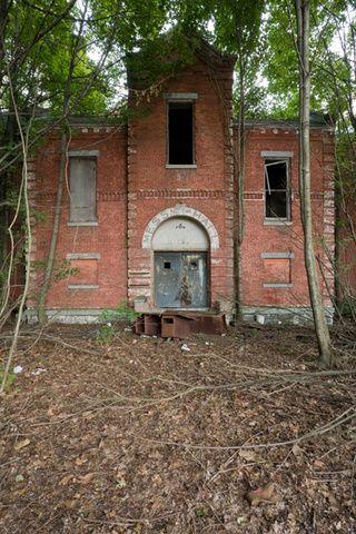 A women's asylum rots on an abandoned New York island- Hart's Island