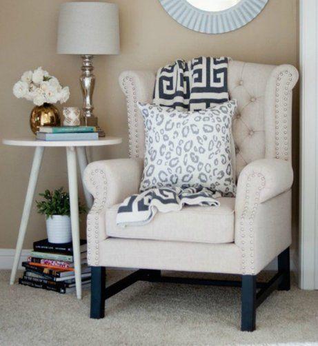Μια όμορφη γωνιά διαβάσματος είναι μια υπέροχη ιδέα για το πιο στιλάτο υπνοδωμάτιο.
