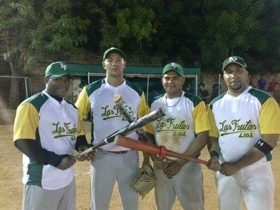 Vargas Torres tira no hitter triunfo Las Frutas en softbol molichata de Santo Domingo