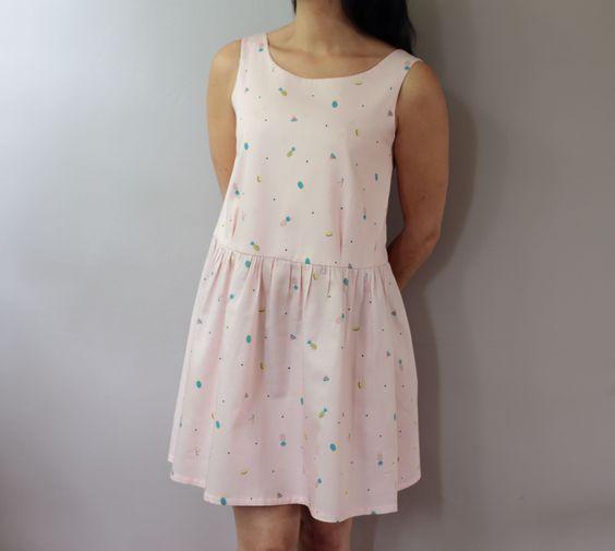 Modèle de robe japonais en tissu Tutti frutti d'Un chat sur un fil