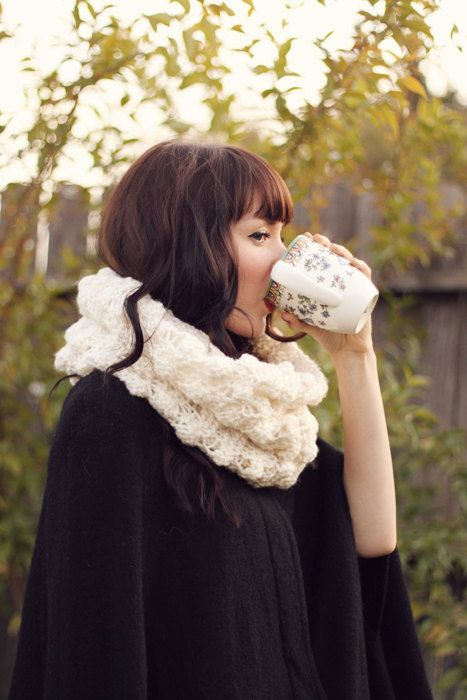 The Castleford, a chunky bobbled cowl by RoyalWindsorKnits on etsy! So pretty!  <3