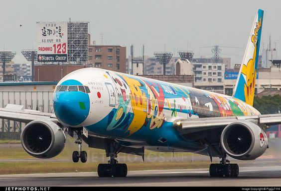 ANA - Boeing 777-300 JA754A @ Osaka Itami RJOO, Japon.