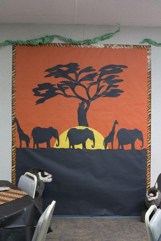 safari photo area (or a great classroom bulletin board)