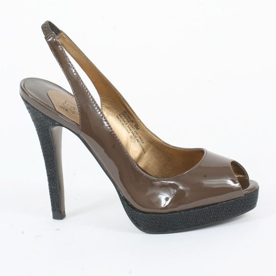 Check out this sexy new platform sling back from oh...DEER! A crisp brown patent upper is paired with a basketweave pattern on the 1/2 inch platform and tall 4 1/2 inch heel. The sling back is elasticized for added comfort and a better fit.
