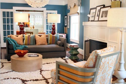 What a great wall color with some neutral furniture. Love it!