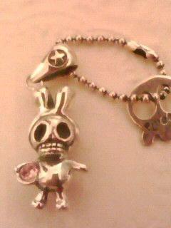 rabbir skull3☆のピンクバージョンです☆silver925☆全長20㍉☆2㍉のピンクジルコニア抱えてます☆短いチェーンがつけてるので、キーホルダー...|ハンドメイド、手作り、手仕事品の通販・販売・購入ならCreema。