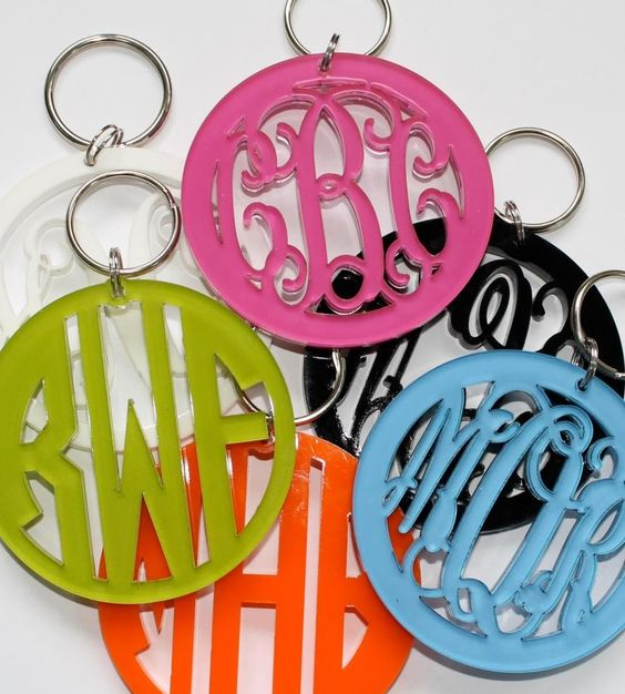 Monogram key chain. this site also has a lot more cute monogramed gifts!