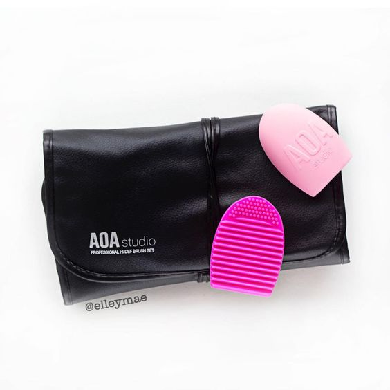 Shop Miss A Haul // AOA Studio 13 Piece Brush Roll & Cleansing Mitts | Instagram - @ elleymae: