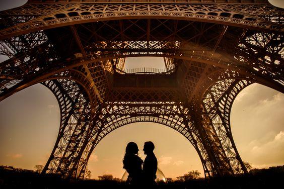 Paris Elopement Photography by Applehead Studio www.appleheadstudio.com
