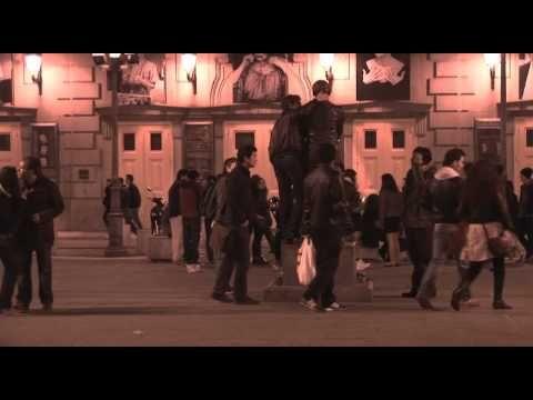 Reportaje de Andalucía Directo sobre los problemas que el botellón y la movida en las calles Pérez Galdós, Alonso El Sabio y adyacentes ocasiona a los vecino...