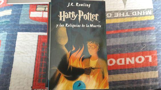 """""""Harry Potter y las reliquias de la muerte"""" escrito por J.K Rowling.:"""