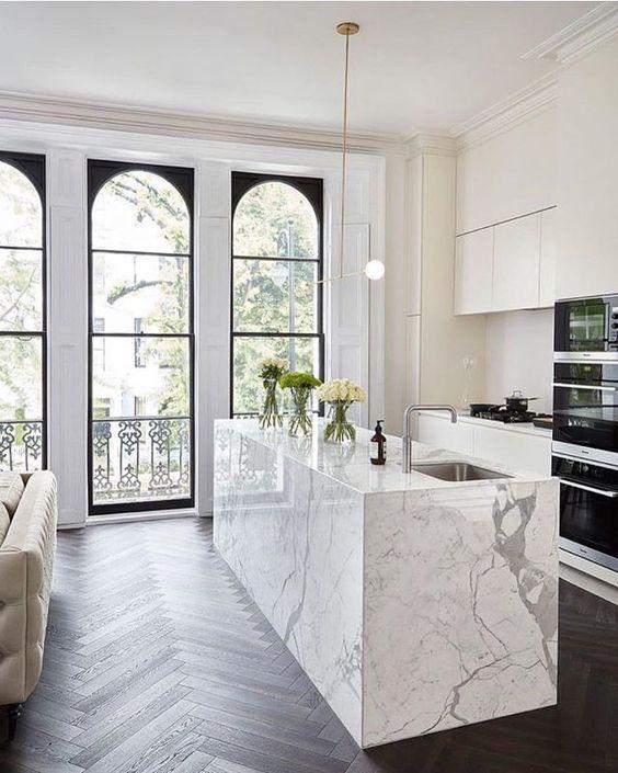 The Best 26 All White Kitchen Design Ideas Decoholic In 2020 Stylish Kitchen Modern Kitchen Design White Marble Kitchen