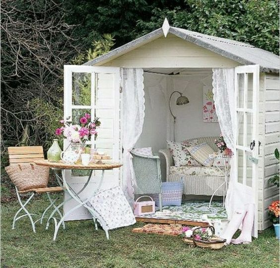 Gartenhaus, eingerichtet in Shabby Chic Stil