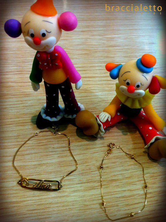 Presenteie crianças com estilo e bom gosto!    Pulseira em ouro com brilhante R$618,00 (Ref. 531135) - à esquerda.  Pulseira ouro 18, R$292,00 (Ref. 5291038) - à direita.