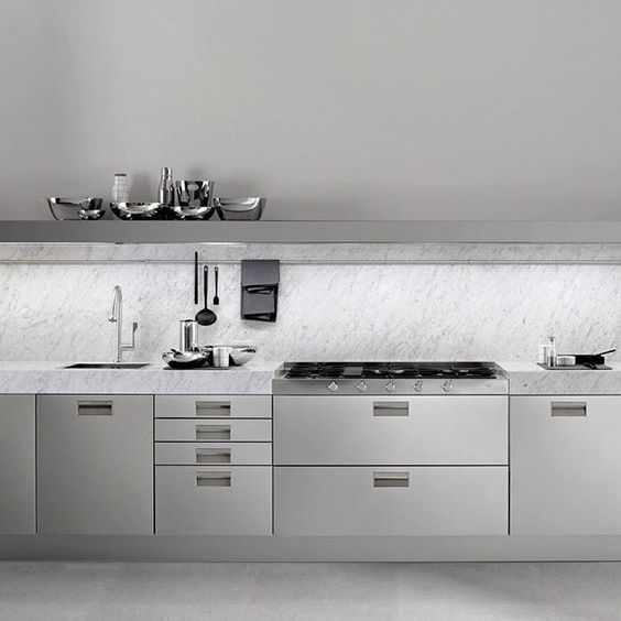 Kitchen goals.  Italian brand Arclinea are global leaders in the design and manufacture of luxury kitchens.  @arclinearredamenti #antoniocitterio #kitchen #madeinItaly #cucina #interiors #inspiration #interiordesign #interiorluxury #italiankitchen  #pureconcept