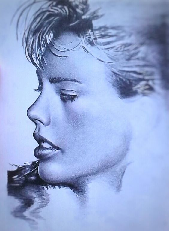 Beggining of a Taylor Swift pencil sketch