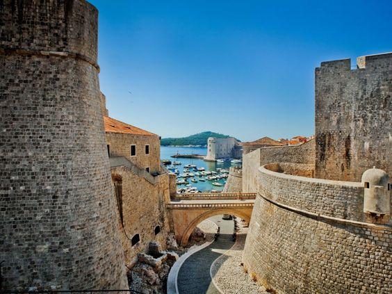100 viagens que todos deveriam fazer uma vez na vida 02  Caminhe ao longo das Muralhas de Dubrovnik, que protegiam a cidade croata desde o século 7.    Leia mais em: 100 viagens que todos deveriam fazer uma vez na vida - Metamorfose Digital http://www.mdig.com.br/index.php?itemid=33086#ixzz3T8pVQdy8