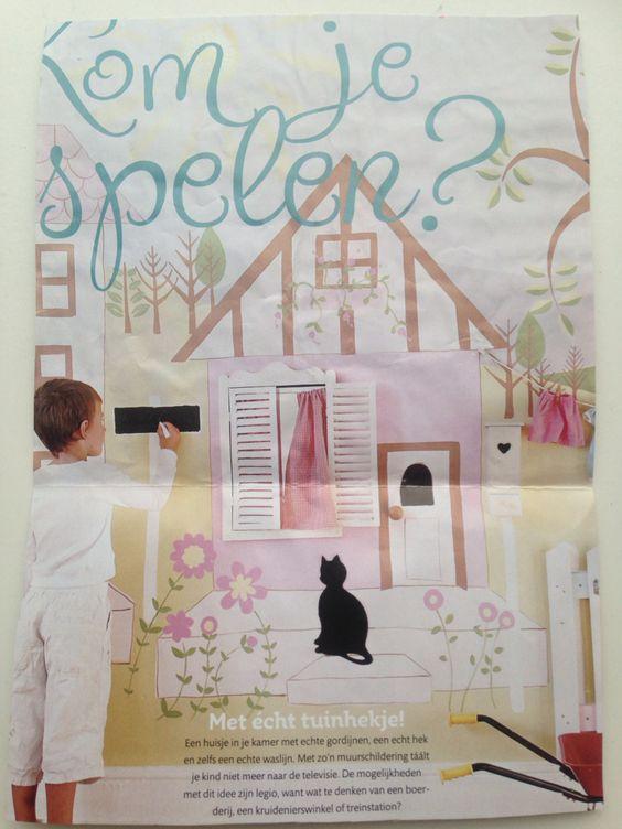 Speelhuisje op de muur (van (hout)behang of evt planken) met echte luikjes, tuinhekje met kunst bloemen, echt bewegende deur met spiegel erachter. Poes uit een aaibaar stofje knippen en erbij plakken. Kan ook een geschilderde boom met vogelhuisjes bij. Ook leuk om er iets met schoolbord verf bij te doen.