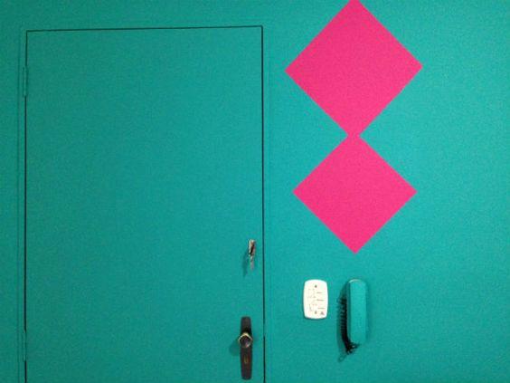 Aprenda a fazer um efeito geométrico vibrante na sua parede agora! #wall #decor #diy #efeitogeometrico #tintascoral #followdecora