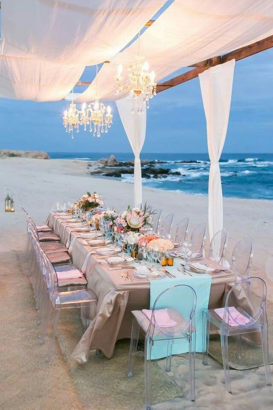 Beach wedding diner huwelijk strand dinner tafel