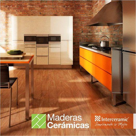 Para lograr una combinación entre cocina moderna y rústica como lo propone la línea Etic de Interceramic, contrasta los muebles de acero con piso de madera.