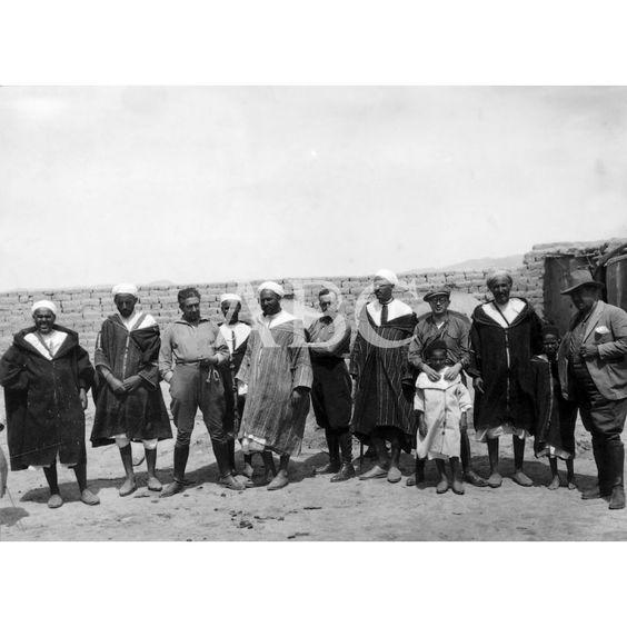 07/1926 DE UN VIAJE POR EL RIF. - DE IZQUIERDA A DERECHA LOS RIFEÑOS BUDRA, MOHAN, ABOKOI, MULUD , SOLIMÁN, AHMED CHEDDI Y MAALEM. FOTO: ALBALAT -: Descarga y compra fotografías históricas en | abcfoto.abc.es