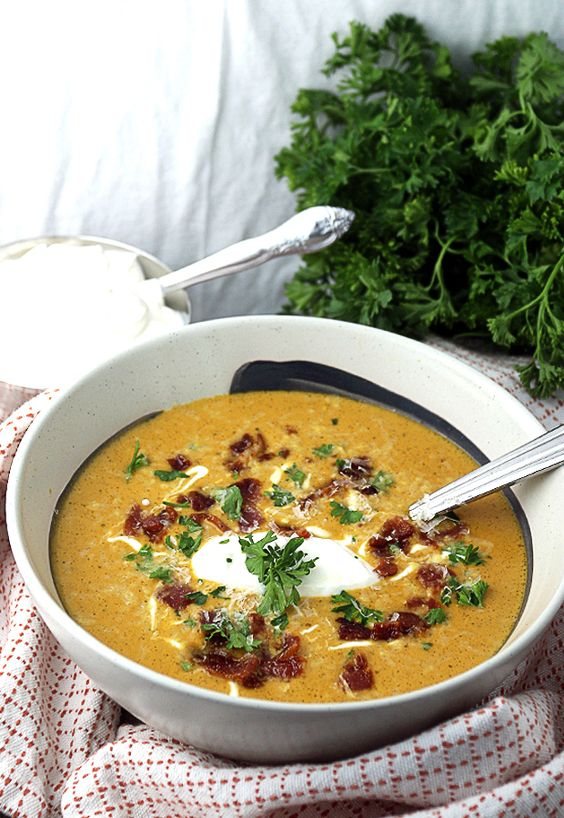 A hearty and delicious pumpkin soup for the low-carb Fall season!