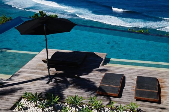 Villa Jamadara's cliff edge infinity pool... Absolutely breathtaking! #semarauluwatu #bali