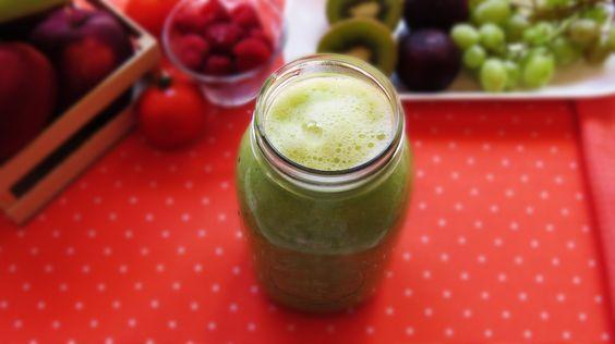 Jugo verde desintoxicante, una deliciosa forma de limpiar nuestro organismo. Receta aquí: https://www.youtube.com/watch?v=ESJI0tjMj34