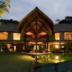 Casa Folha: Casas Tropical por Mareines+Patalano Arquitetura