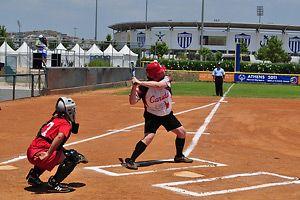 Yo sé jugar softbol. Soy lanzador.