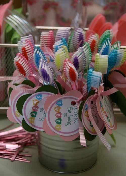Puntos adicionales si tus invitadas se van a casa con cepillos de dientes.