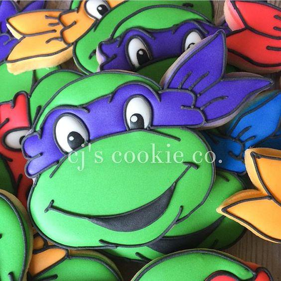 Lindos biscoitos. #ideiasdebolosefestas #biscoitosdecorados #cookiesdecorados #tartarugasninja #festatartarugasninja #mesversario #mensario by @cjscookieco