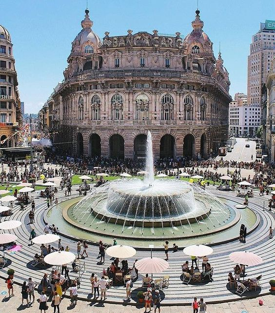 Plaza de Ferrari. Genova, Italia.