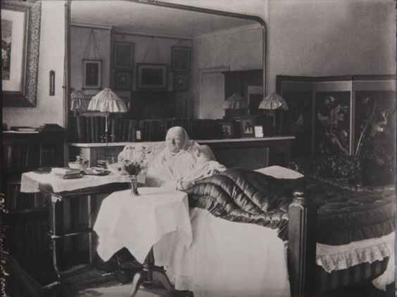 """The photo was taken in 1910. It's the last photograph taken of Florence Nightingale. (It's rare: she was reluctant throughout her life to be photographed.) It shows 90 year old Florence in her bedroom at her home in London. The photo was taken by Lizzie Caswall Smith. On the back of the photo Smith wrote, """"Taken just before she died, house near Park Lane."""