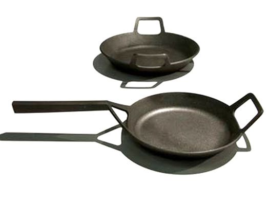 CAST IRON COOKWARE BY JASON CONNELLY AND JOHN TRUEX