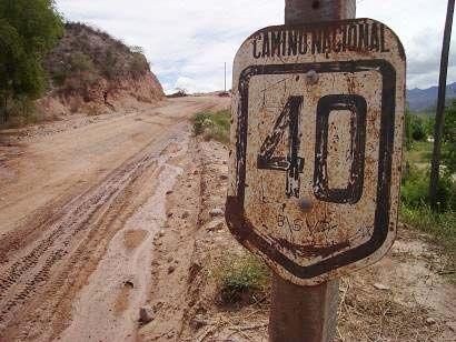 "Espectacular cartel de la Ruta 40 (dice ""Camino Nacional"") en Corral Quemado,Catamarca, cerca de Hualfin. www.turismoruta40.com.ar/hualfin.html"