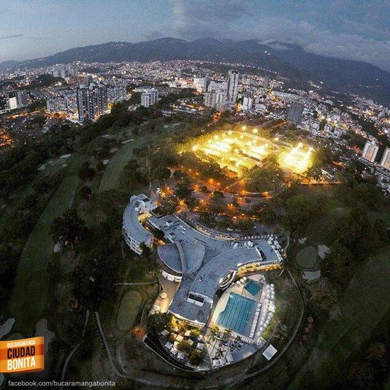 Inigualable vista del Club Campestre de Bucaramanga desde el aire. Gracias @jforerog por la foto #bucaramangabonita