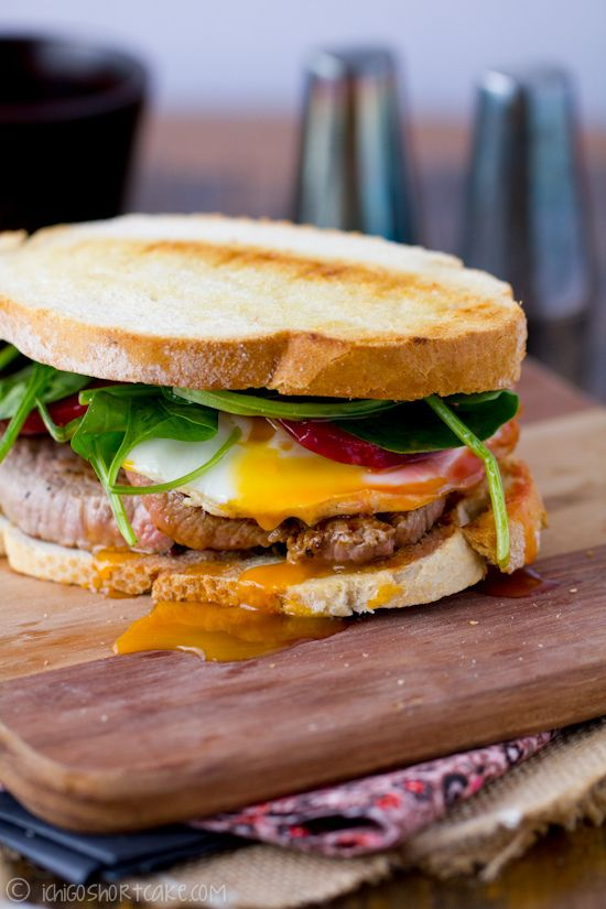 Steak sandwich with fried egg, beetroot and spinach
