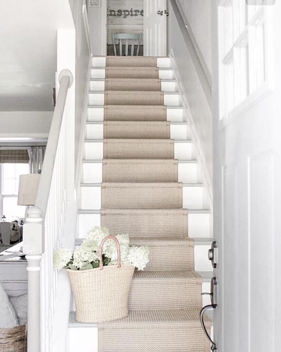 White traditional country staircase with natural jute runner via Oliviagrace #staircase #stairrunner
