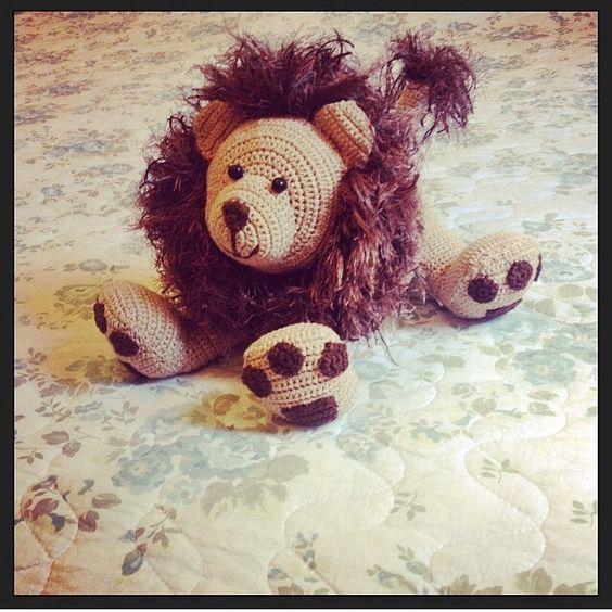 Leão de crochê 25cm x 17cm R$150,00 Mar_de_Mar