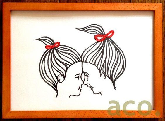 微笑む仲良しの2人が描かれています。リボン部分に刺繍が施してあり、立体感があります。色鉛筆で色を加えたりして、さらにoriginalityも出せます。額に入れ...|ハンドメイド、手作り、手仕事品の通販・販売・購入ならCreema。