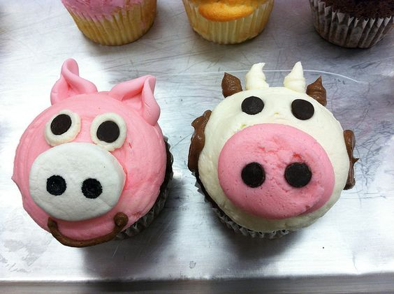 Pig & Cow Cupcakes by Flour & Sun, via Flickr #cupcake #pig #cow #cupcake
