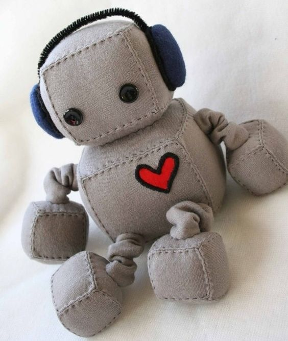 Plush robots - lots of different cute ideas on the page