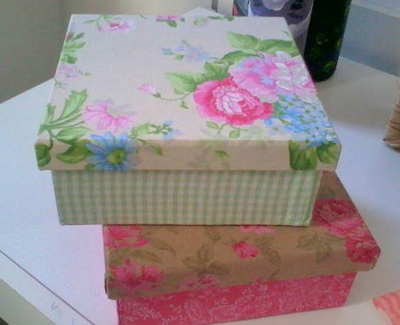 Caixas decoradas em tecido d ealgodão no tamanho 16X16 cm .Porta tudo! Lindas! R$ 25,00